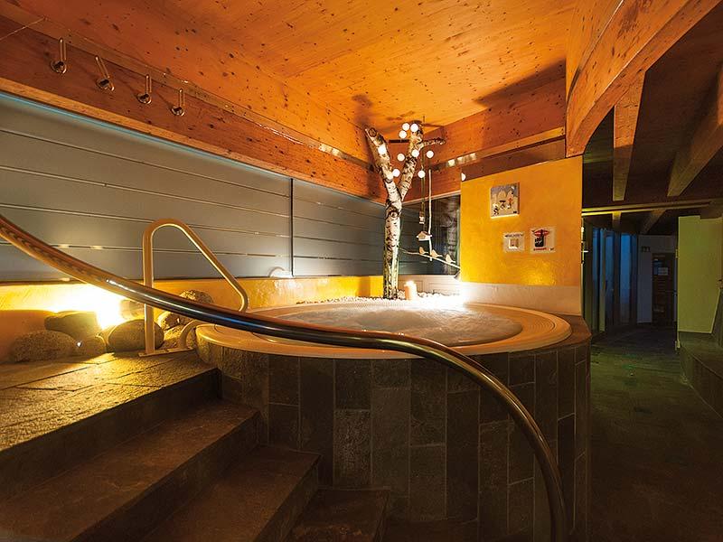 Piscina Doccia Senza Costume.Sauna Wellness Acquafun San Candido Alta Pusteria Alto Adige